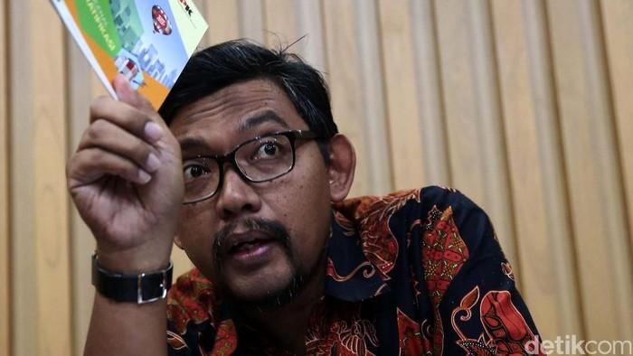 Direktur Gratifikasi KPK, Giri Suprapdiono memberika keterangan pers di gedung KPK, Jakarta (24/6/2016). Jelang Hari Raya Idul Fitri, Komisi Pemberantasan Korupsi (KPK) mengimbau pegawai negeri sipil (PNS) untuk tidak menerima paket parsel dan tidak menggunakan mobil dinas untuk keperluan mudik.