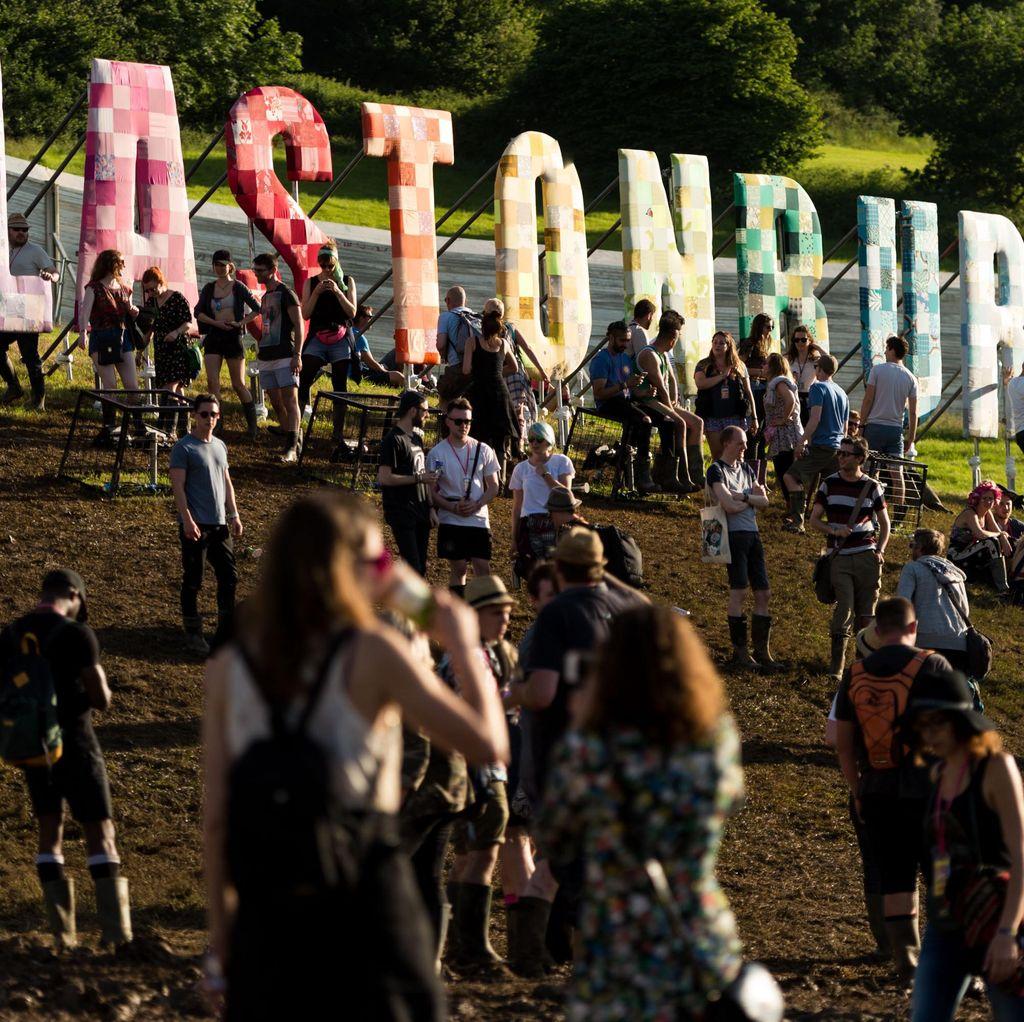 Rayakan 50 Tahun, Perjalanan Festival Glastonbury akan Dibukukan
