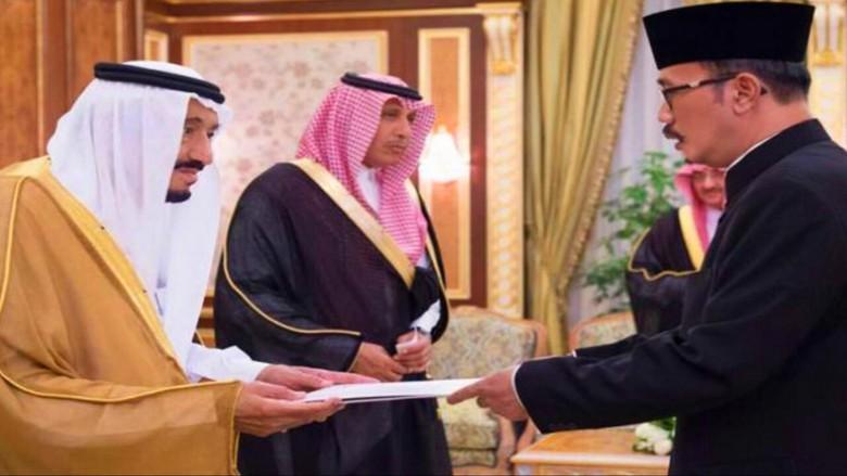 Tutup Pantai hingga Hotel Mewah, Ini Catatan Lawatan Raja Saudi