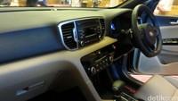 Untuk model baru yang kini sudah memasuki generasi keempat ada perubahan pada interior dan eksteriornya. Kabin semakin lapang karena dimensi mobil yang juga bertambah.
