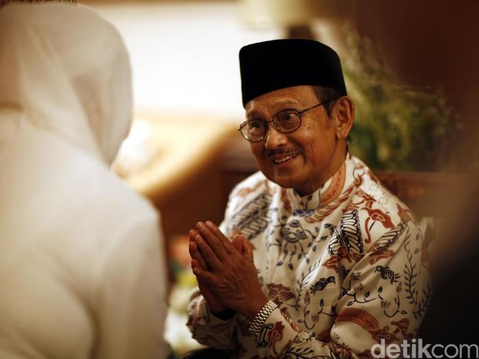 BJ Habibie saat menggelar acara buka puasa bersama di rumahnya. (Foto: Reno Hastukrisnapati Widarto)