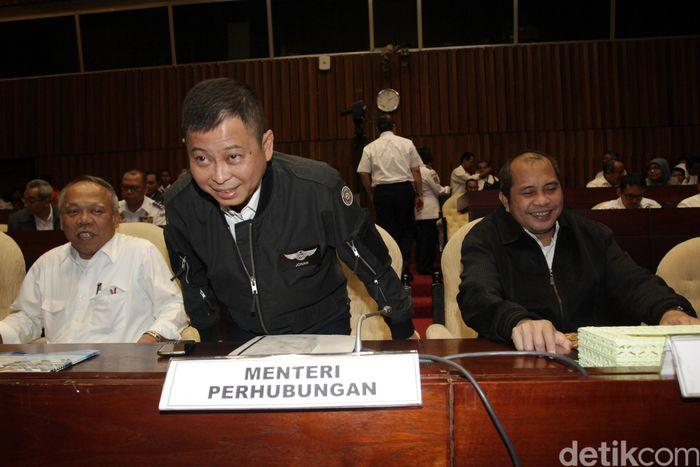 Komisi V DPR RI menggelar rapat dengan Kementerian Perhubungan, Kementerian Desa, Pembangunan Daerah Tertinggal dan Transmigrasi (Mendes PDTT), serta Kementerian PUPR, Basarnas, BMKG.