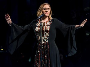 Adele Pernah Depresi Pasca Melahirkan, Ketakutan Urus Bayi