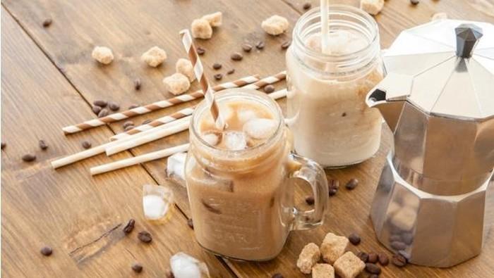 Minum es kopi saat berbuka, boleh tidak ya? Foto: Thinkstock