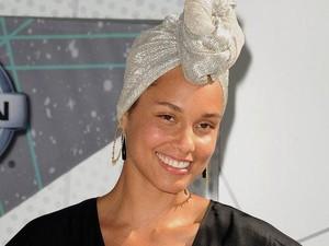 Terungkap Rahasia Alami Kulit Cerah Alicia Keys Meski Tanpa Makeup