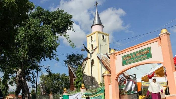 Toleransi Di Kupang Masjid Dan Gereja Yang Berdiri Berdampingan