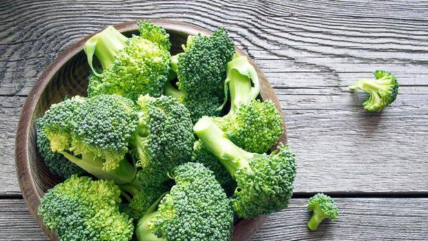 Makanan dan buah yang mengandung vitamin E dan C.