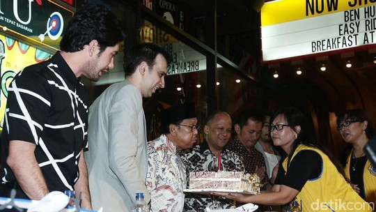 Ribuan Fans Ramaikan Meet and Greet Rudy Habibie di Solo