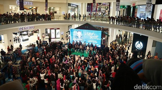 Ribuan Fans Ramaikan Meet and Greet Rudy Habibie di Solo