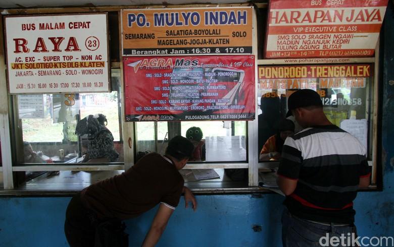 Terminal Bus Pulo Gadung. Foto: Agung Pambudhy
