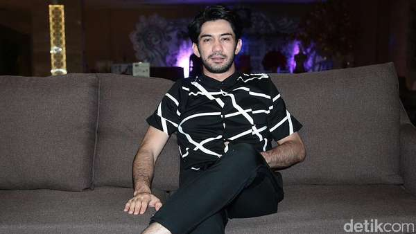 Reza Rahadian Senang Lihat Antusiasme Warga Solo