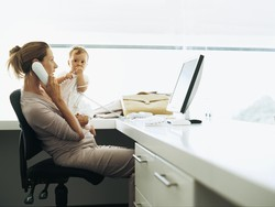 Produktif Bekerja dan Pengasuhan Anak Maksimal, Apa yang Diharap Ibu Bekerja?