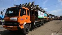Sekitar 1.000 sepeda motor Honda milik pemudik telah diangkut menggunakan truk ekspedisi.