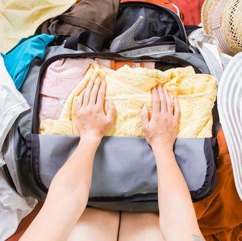 Cara packing koper untuk mudik.