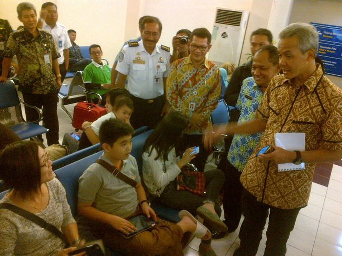 Gubernur Jateng Ganjar Pranowo mengecek kesiapan mudik Lebaran di Bandara Ahmad Yani Semarang/Foto: Angling Adhitya P/detikcom