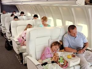 Perhatikan 8 Hal Ini Saat Ajak Anak Mudik Naik Pesawat