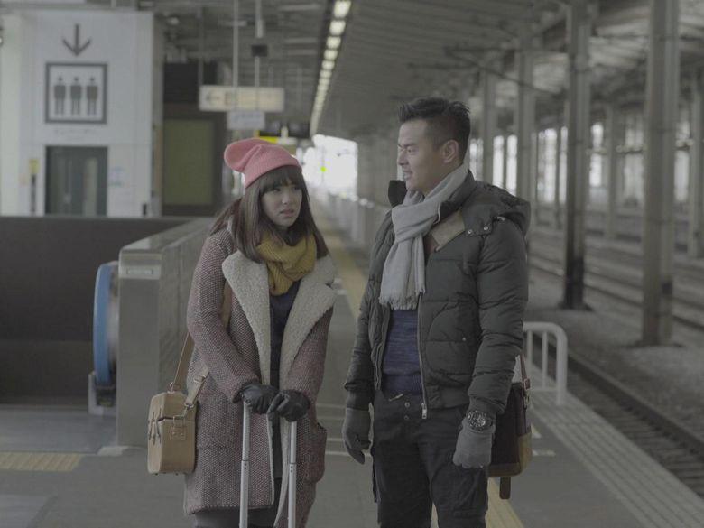 Film ini bercerita tentang romansa pasangan muda, yakni Nishimura Kazuto (Dion Wiyoko) dan Ishida Keiko (Pamela Bowie). (Dok. Maxima Pictures)