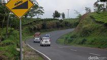 Mobil Bau Sangit Saat Menanjak, Hindari Gantung Kopling