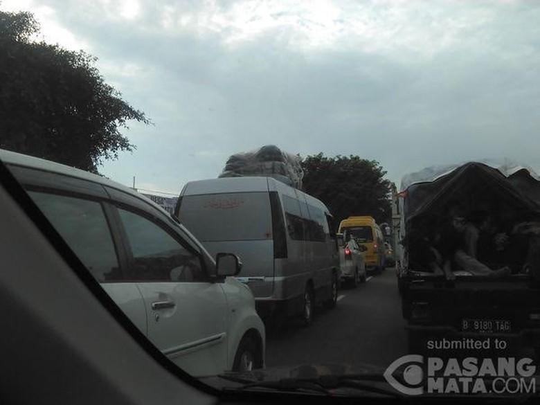 Jalur Pantura Mulai Penuh Pemudik, Subang-Cirebon Kecepatan 20 Km/jam