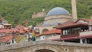 Muslim Kosovo Ganti Bukber dengan Berbagi Iftar