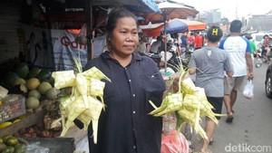 H-3 Lebaran, Pedagang Ketupat Lebaran di DKI Mulai Menjamur