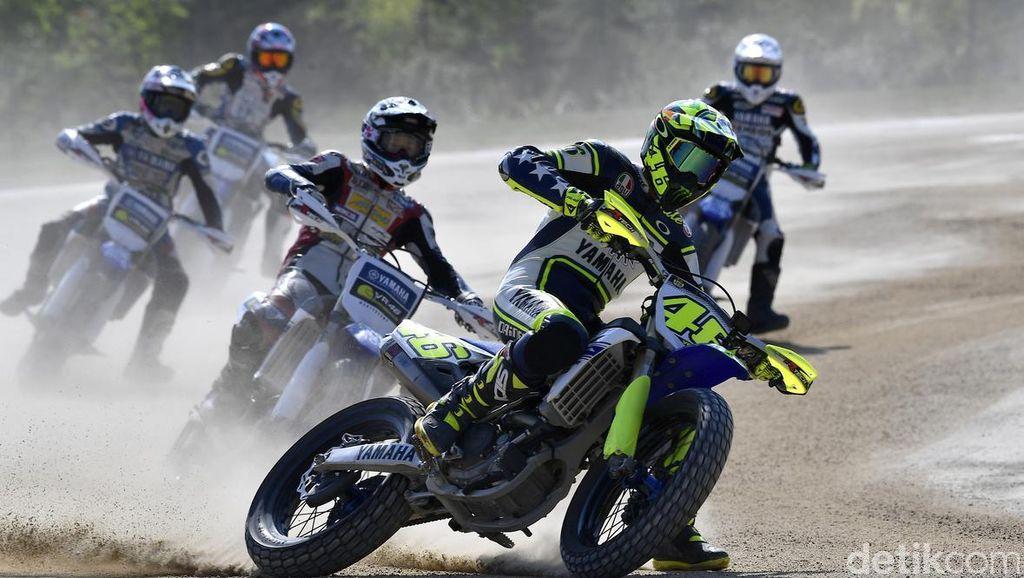 Mengintip Cara Valentino Rossi Didik 2 Rider Muda Indonesia