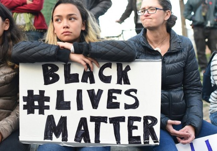 People take part in a rally for the Black Lives Matter movement at Justin Herman Plaza in San Francisco, California on July 8, 2016. About 1,000 people marched along Market Street to City Hall to denounce recent police shootings around the country. / AFP PHOTO / Josh Edelson