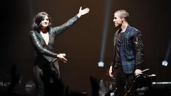 Demi Lovato Konser Bareng Nick Jonas