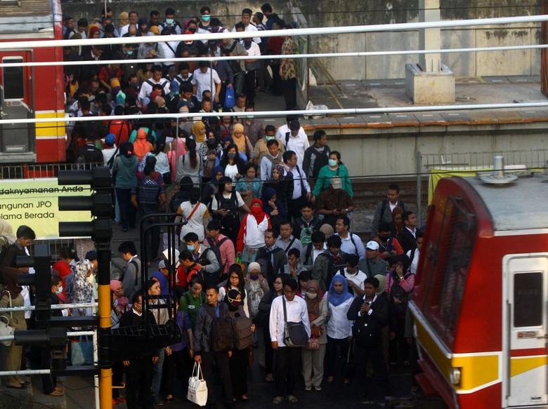 Penumpang Commuter Line Tembus Angka 1 Juta