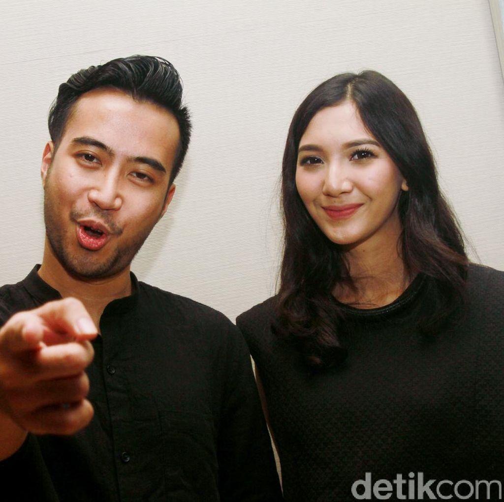 Posting Foto Bareng Sheila Dara, Balikan Nih Vidi Aldiano?