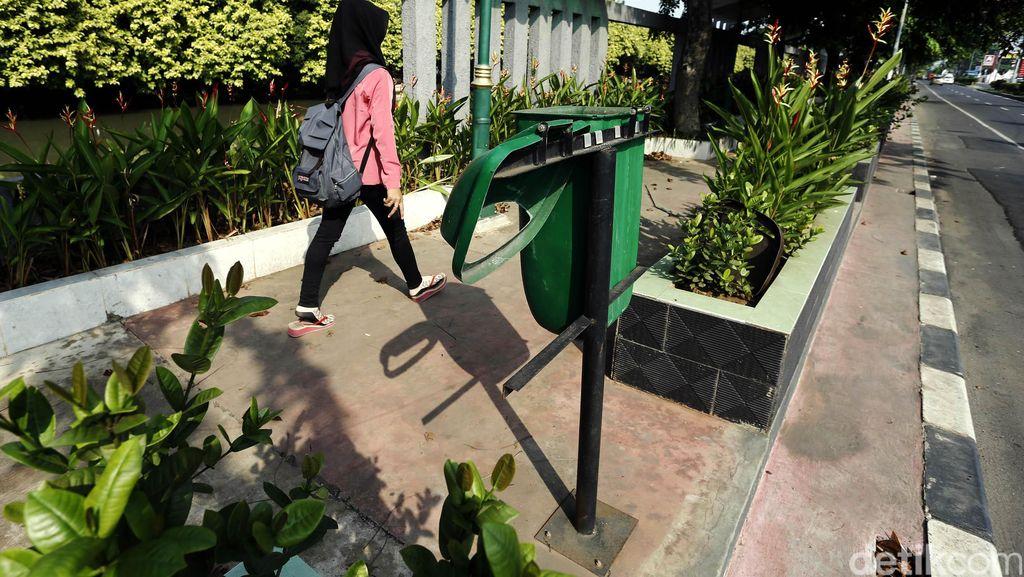 Pedestrian Jalan Chairil Anwar Bekasi Kurang Terawat