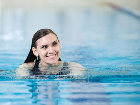 Berenang ramah untuk tubuh karena tidak terlalu membebani.