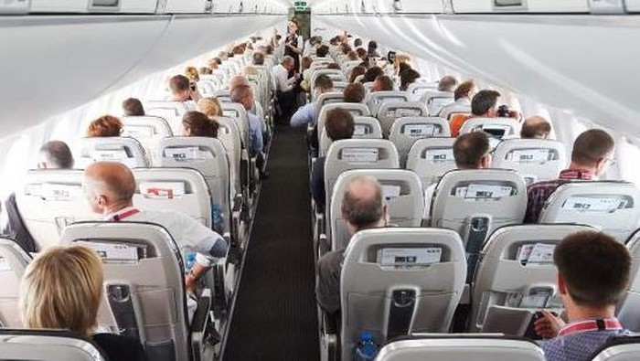 Kabin pesawat CS100