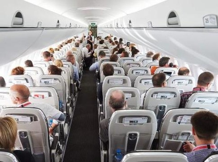 Ilustrasi kabin pesawat (Foto: (Michael Buholzer/AFP)