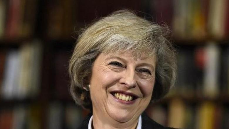 Ratu Elizabeth II Terima Pengunduran Diri Cameron, May Resmi Jadi PM Inggris