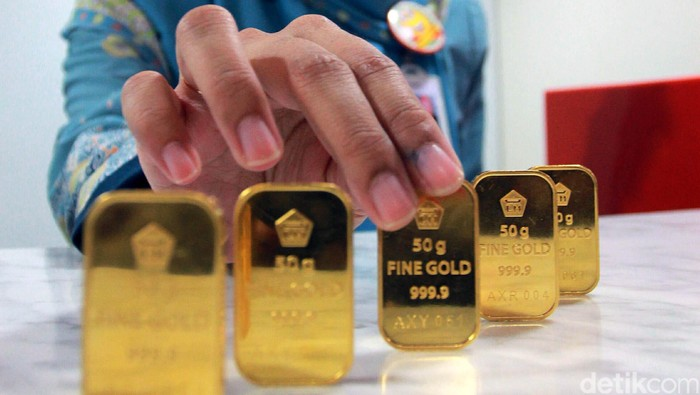 Harga emas batangan dijual Rp 612.000/gram, naik Rp 13.000/gram dibandingkan posisi Jumat (1/7/2016) di Rp 599.000/gram.