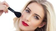 Wanita Ini Jadi Lumpuh & Hampir Tewas Gara-gara Pinjam Alat Makeup Teman