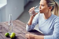 Ini Lho Khasiat Minum Segelas Air Putih Hangat di Pagi Hari