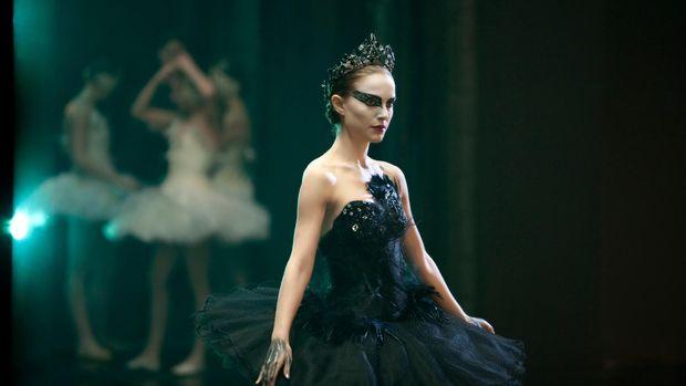 Black Swan diperankan Natalie Portman.