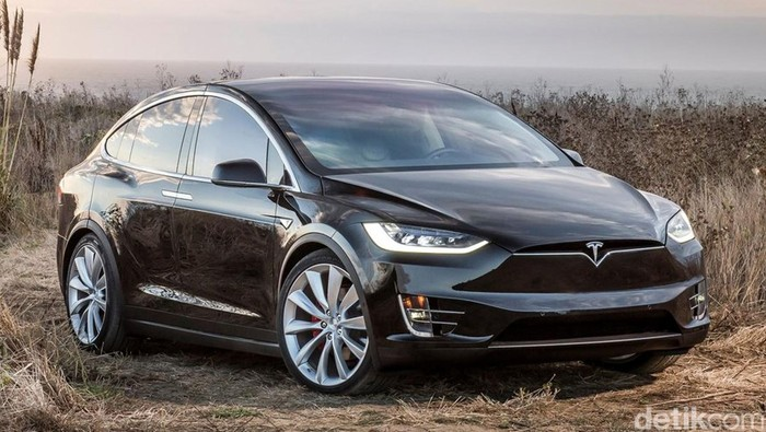 Pabrikan mobil listrik Tesla akhirnya memperkenalkan edisi Model X 60D dengan harga yang lebih murah