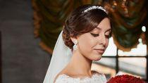 Potret Dramatis Pernikahan Pasangan di Gereja yang Kebanjiran