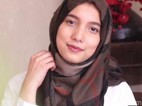 Tutorial Hijab Simpel Tanpa Ciput Dari Desainer Jenahara Nasution