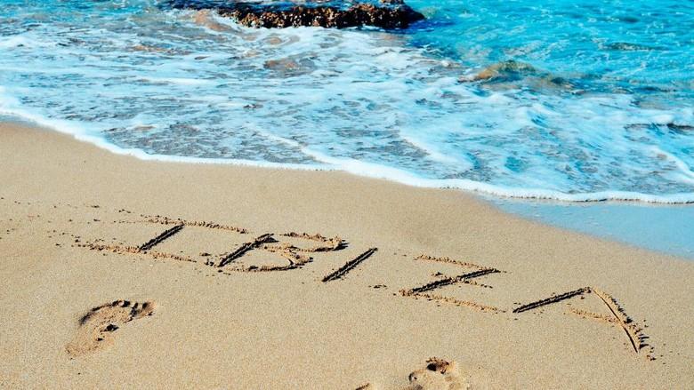 pantai di Ibiza