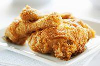 Fried chicken bagian dada.