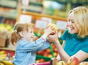 6 Trik yang Memudahkan Anda Belanja ke Supermarket Saat Bawa Anak