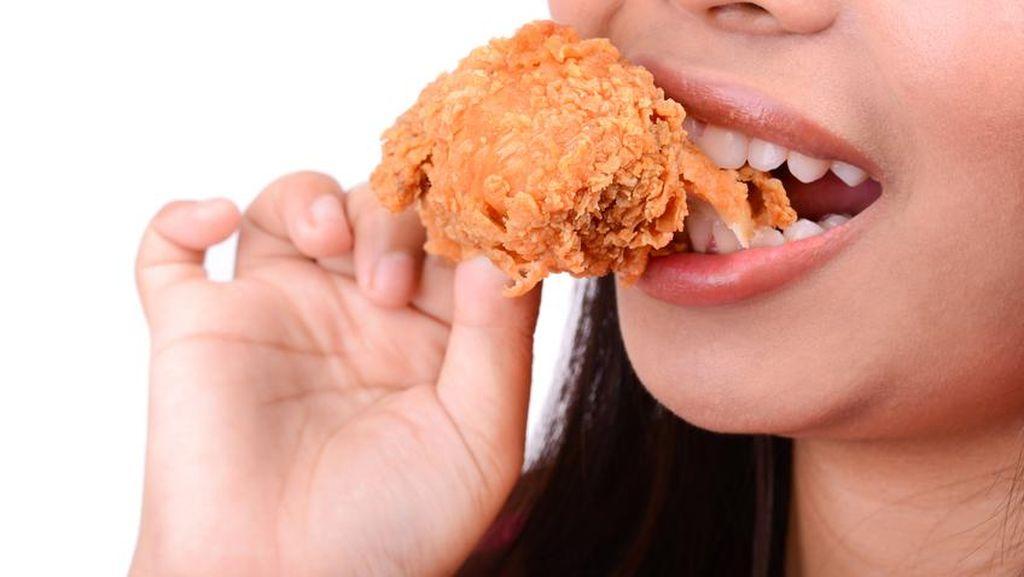 Etiket Makan Ayam Goreng, Pakai Tangan Tapi Tetap Sopan