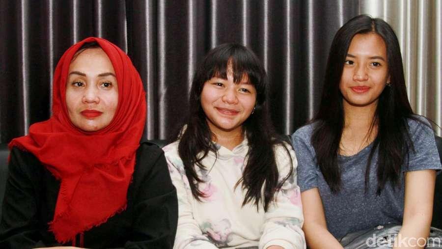 Amel Carla Bersama Sang Ibu dan Kakak