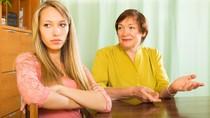 4 Tips Menyikapi Mertua yang Menyebalkan