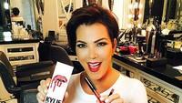 Kylie Jenner Dituduh Bohong Soal Harta, Ibu Panik Takut Nama Keluarga Rusak