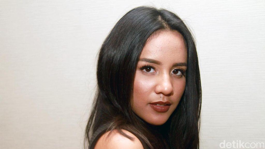 Ini Makeup yang Paling Penting Bagi Angel Pieters Sebagai Penyanyi